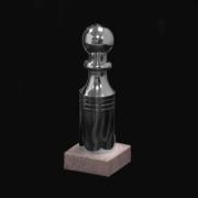 Quille standard sur socle en pierre couleur argent